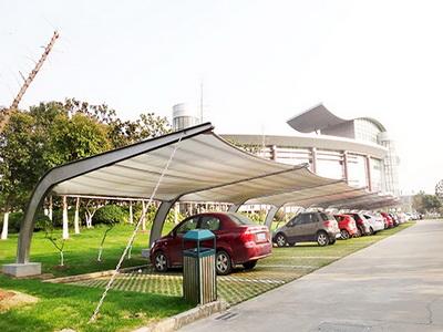 潍坊市中心血站建造采血车膜结构停车棚工程